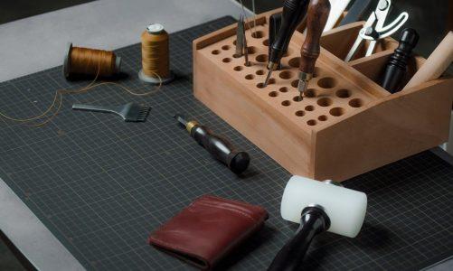 Dobór znakomitych akcesoriów do pracy ze skórami